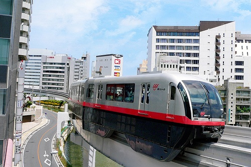 monorail-okinawa-japon